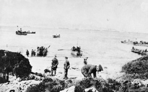 Boats carrying troops to shore on the morning of the Anzac Cove landing. Credit: Australian War Memorial